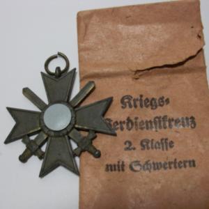 Kriegsverdienstkreuz 2. Klasse mit Schwertern und Verleihungstüte-0