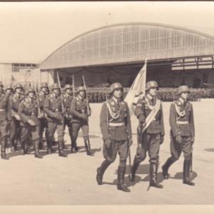 Luftwaffe: Aufmarsch vor Hangar-0