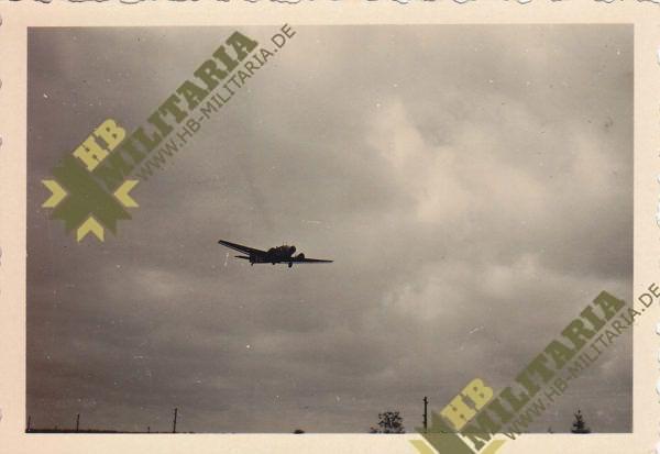 Foto Ju 52 im Landeanflug-0