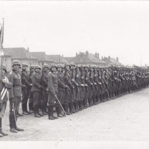 Foto: Kompanie angetreten vor Kaserne-0