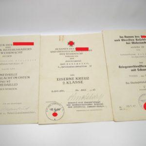 3er Urkundengruppe u.a. mit Unterschrift General der Panzertruppe Knobelsdorff und Urkunde KVK 12. Armee List-0