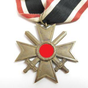 Kriegsverdienstkreuz mit Schwerter 1939 zweite Klasse am Band-7552
