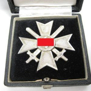 Kriegsverdienstkreuz 1. Klasse mit Schwertern im Etui-11030