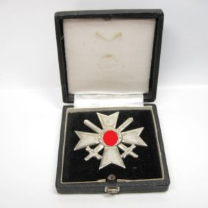 Kriegsverdienstkreuz 1. Klasse mit Schwertern im Etui-0