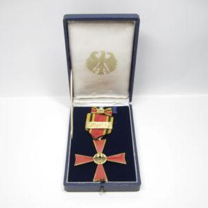"""IMG 5926 300x300 - Bundesverdienstkreuz 2. Klasse mit Jubiläumsspange """"50"""", CE. Juncker."""
