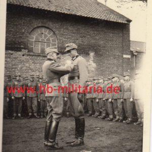 IMG 0001 300x300 - Foto: Das Ritterkreuz wird verliehen.