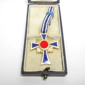 IMG 8046 1 300x300 - Ehrenkreuz der deutschen Mutter in gold am Band mit Etui- VERKAUFT- SOLD