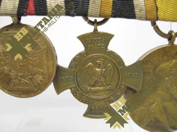 IMG 8111 600x450 - Preussen: Ordensschnalle Medaille Verdienste um den Staat. Erinnerungskreuz Königgrätz, Gefechtsspangen Gravelotte, Paris, Zentarmedaille, Kriegsdenkmünze 1870/71