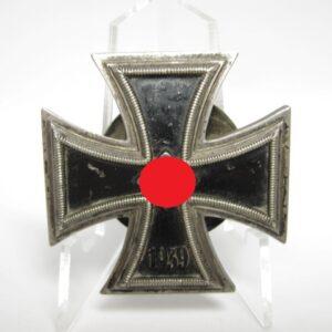 IMG 8122 300x300 - Eisernes Kreuz 1939 erste Klasse an Schraubscheibe. L/58.
