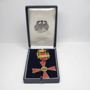 IMG 8792 300x300 - Bundesverdienstkreuz 2. Klasse im Etui Steinhauer und Lück Lüdenscheid.