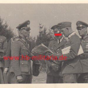 IMG 20210318 0002 300x300 - Foto Generalfeldmarschall Rommel zur Lagebesprechung