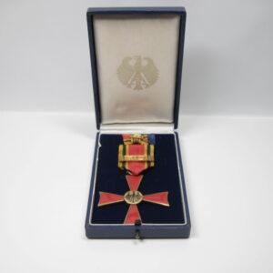 IMG 1078 300x300 - Bundesverdienstkreuz Juncker SO36