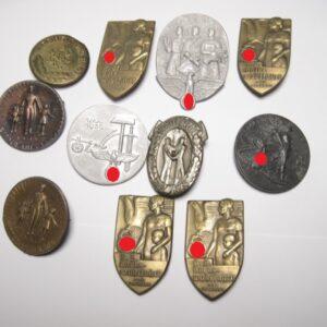 IMG 1478 300x300 - Lot Kleinabzeichen. Tagungs und Verantstaltungsabzeichen