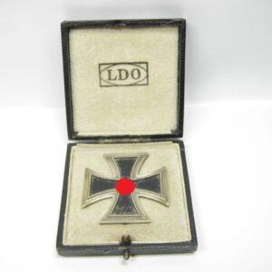 IMG 1574 300x300 - Eisernes Kreuz 1939 erste Klasse im LDO Etui